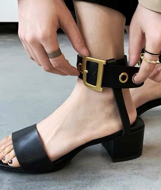 916340 歐美扣環跟鞋 - 黑37/40
