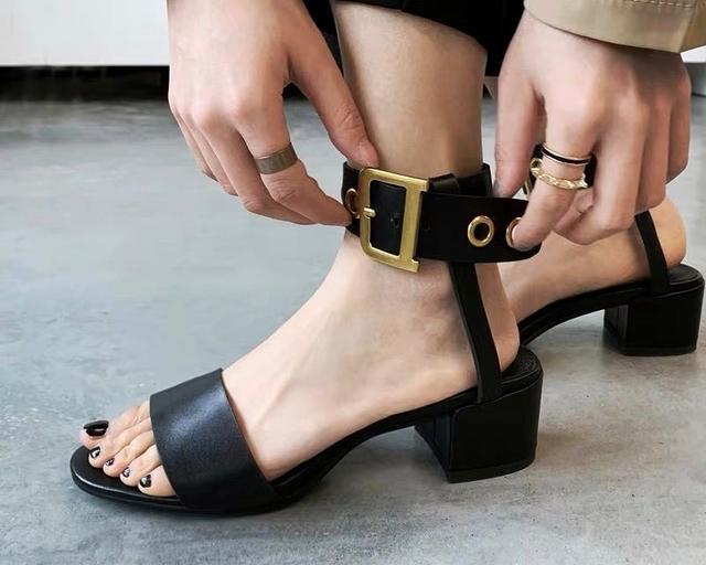 916340 歐美扣環跟鞋 - 黑37