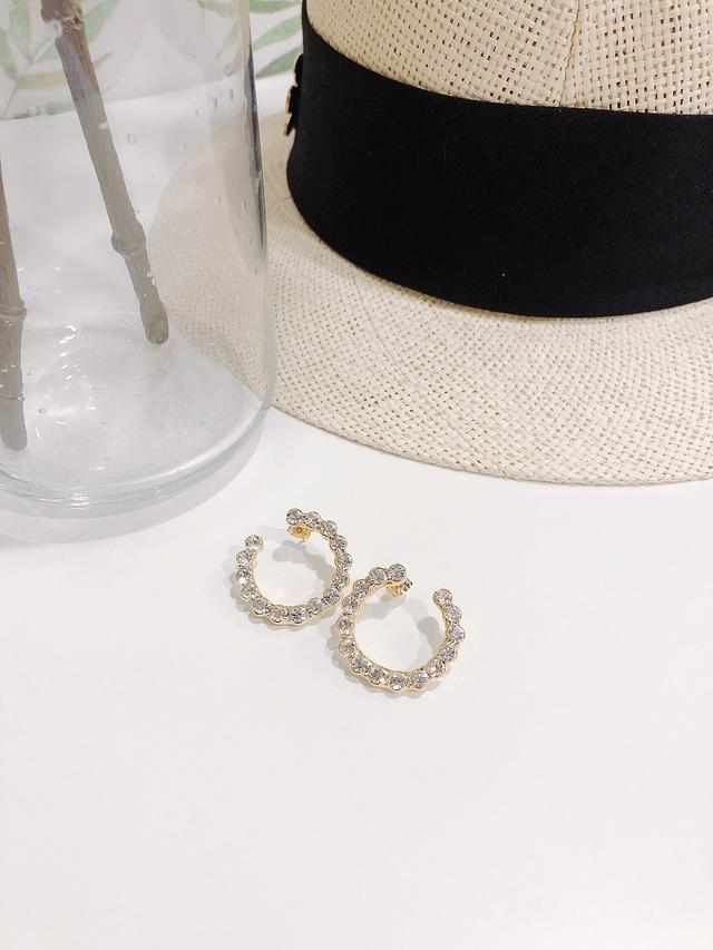 913107 雙C鑲鑽耳環