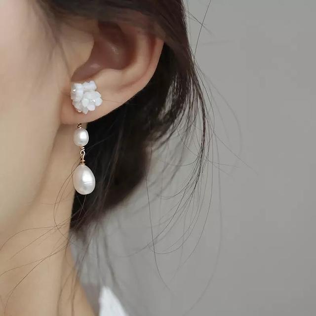 81B095 細緻貝殼珍珠耳環