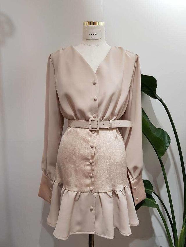 912054 V領蛋糕裙襬洋裝(附皮帶) - 兩色