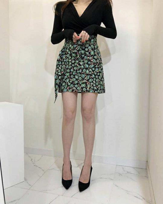 918045 側造型花朵短裙 - 三色
