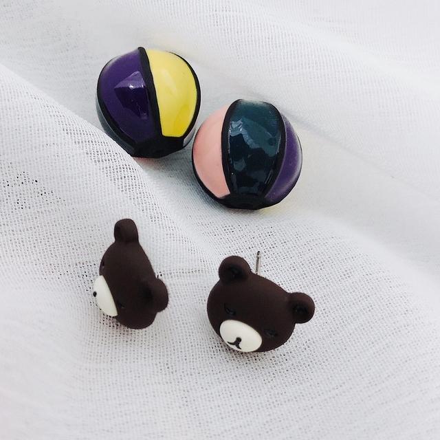 915142 熊大彩球耳環 - 白