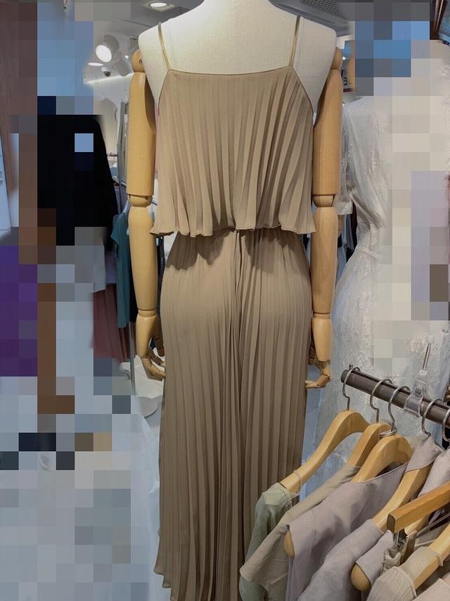713060 女神直條百褶假兩件洋裝 -黑