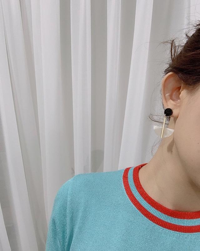 915134 金屬半圓貝殼耳環 - 彩色