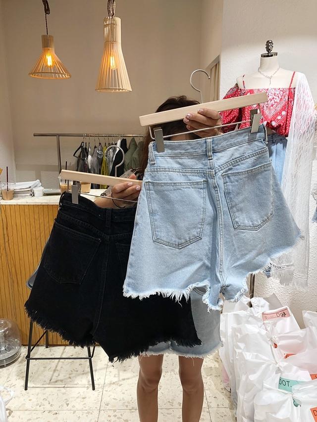 916050 斜排扣抽鬚牛仔短褲 - 藍S