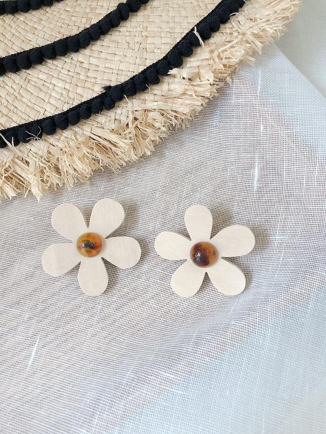 916150 立體木頭花朵耳環
