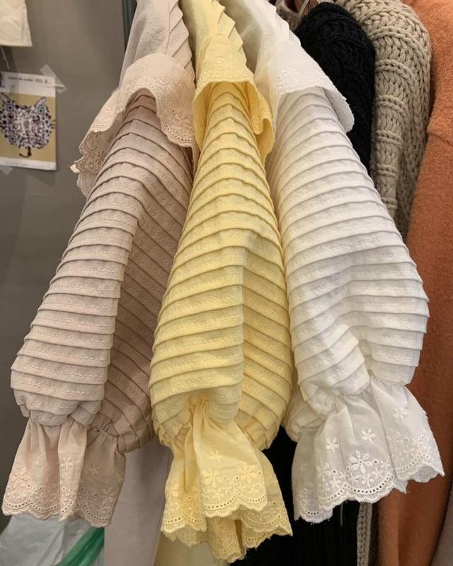913066 乾淨壓褶荷葉衫 - 白