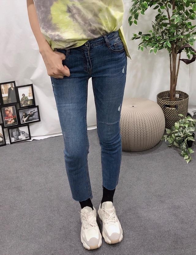 913075 復古刷紋破損感顯瘦牛仔褲