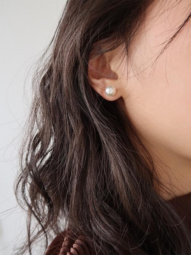 912014 不對稱珍珠線條耳環