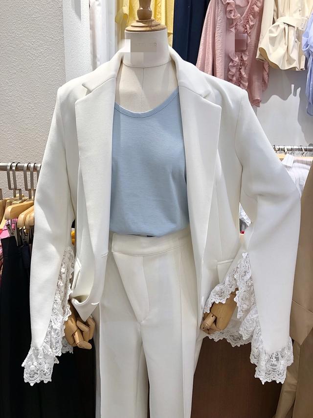 913040 袖蕾絲氣勢西裝外套 - 兩色