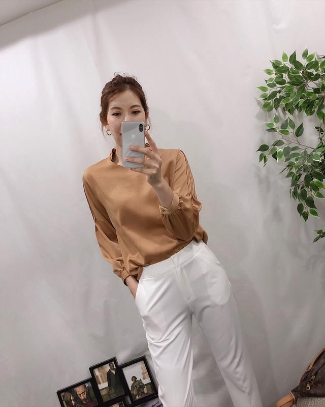 913002 高雅荷葉領緞面衫 - 四色