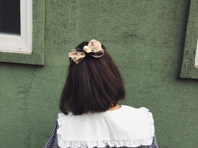 812111 造型蝴蝶結珍珠髮夾 - 黑