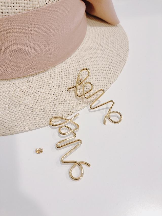 913103 LOVE字母金屬耳環
