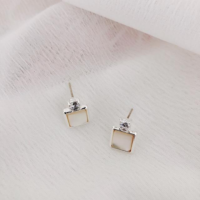 915138 大理石小方鑽耳環