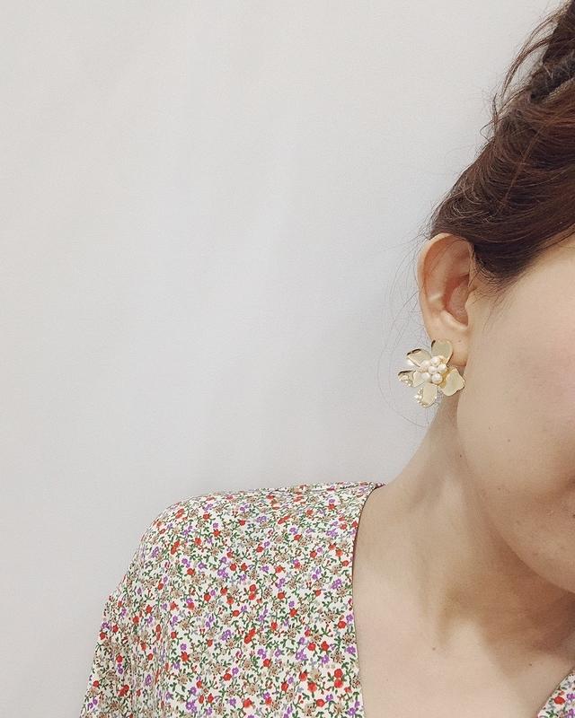 713088 金屬珍珠花朵耳環