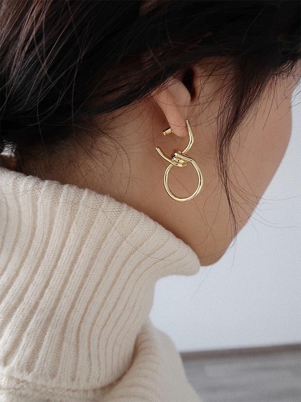 912011 歐美線條扭結耳環