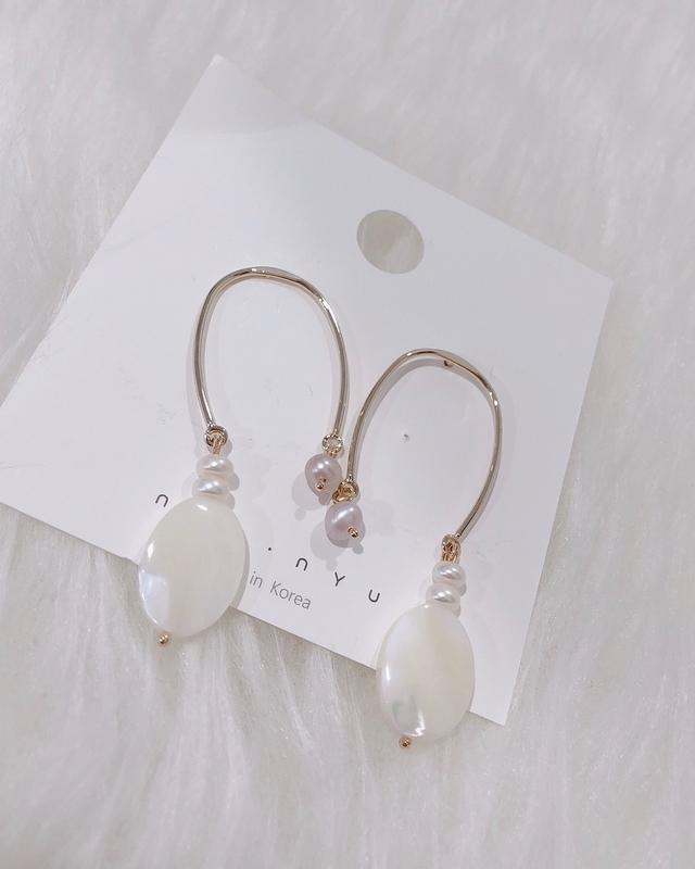 81B082 氣質馬蹄貝殼耳環