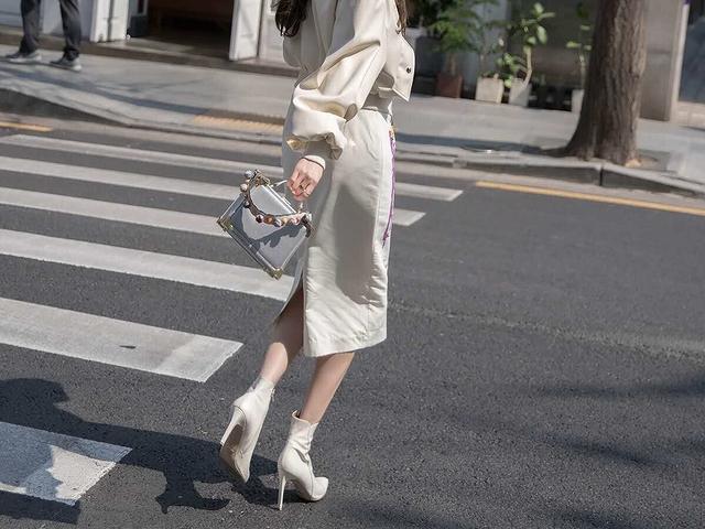 914026 個性滑面轉印鉛筆裙(後鬆緊) - 兩色