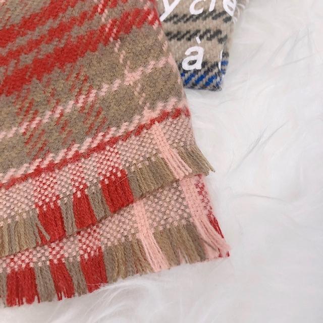 81B071 時髦字母格紋圍巾 - 兩色