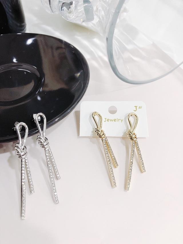 914151 金屬扭結直條細鑽耳環 - 兩色
