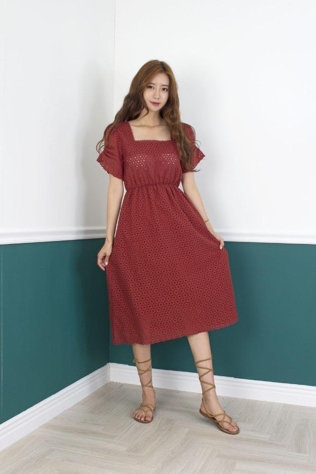 818060 優雅方領蕾絲雕花洋裝 - 磚紅