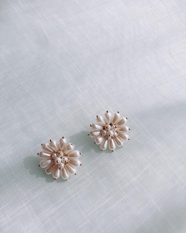 816113 質感珍珠花朵耳環