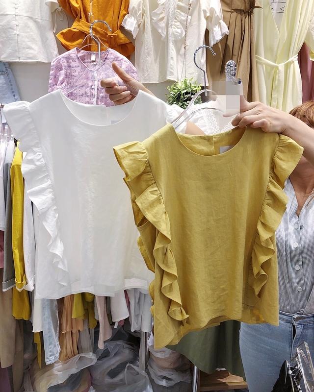 916005 背鈕扣荷葉棉麻衫 - 三色