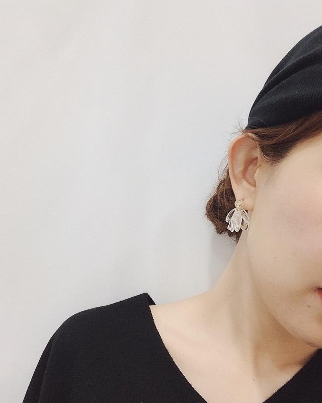 713086 透明感花朵耳環-銀色