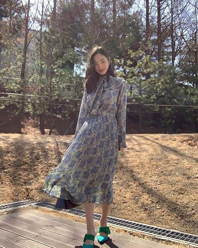 913057 公主綁帶領百褶挺版雪紡洋 - 兩色