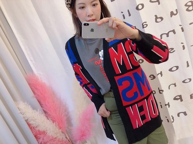 81A023 大牌字母毛衣外罩 - 兩色