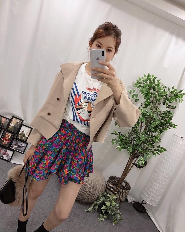 913029 斜裙襬小花雪紡短裙 - 兩色