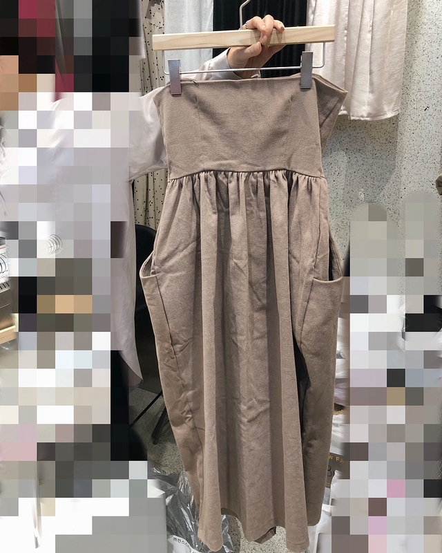 81C060 平口排釦口袋洋裝 - 黑
