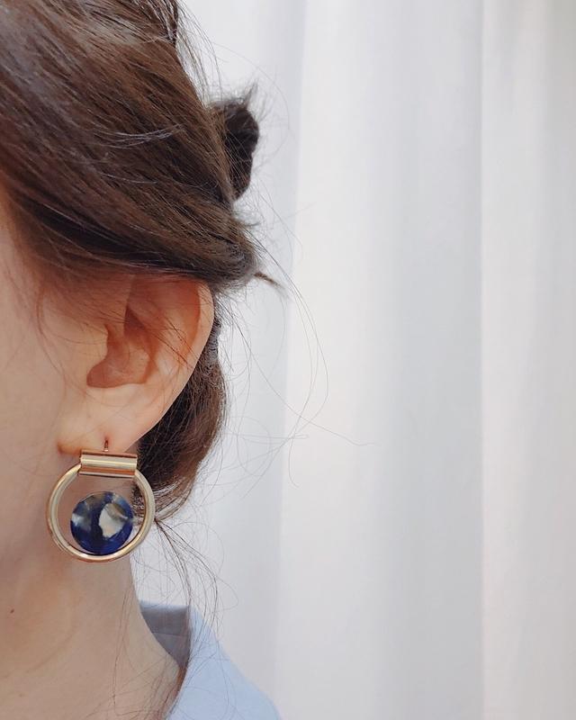 911119 大理石金屬環狀耳環 - 藍